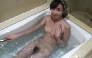 【無修正/リベンジポルノ】 スレンダーで綺麗な女の子!! とあるカップルがラブホでハメ撮りした映像がネット流出