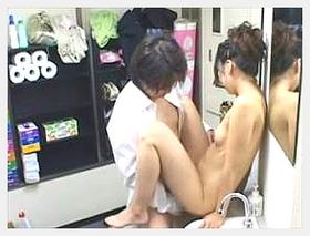 【素人 盗撮】クビ確定!!控室でキャバ嬢とハメるボーイ姿がばっちり撮影されてます