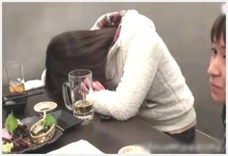 【無修正/レ〇プ動画】居酒屋で泥酔した女の子をホテルに持ち帰って男二人で犯してみた
