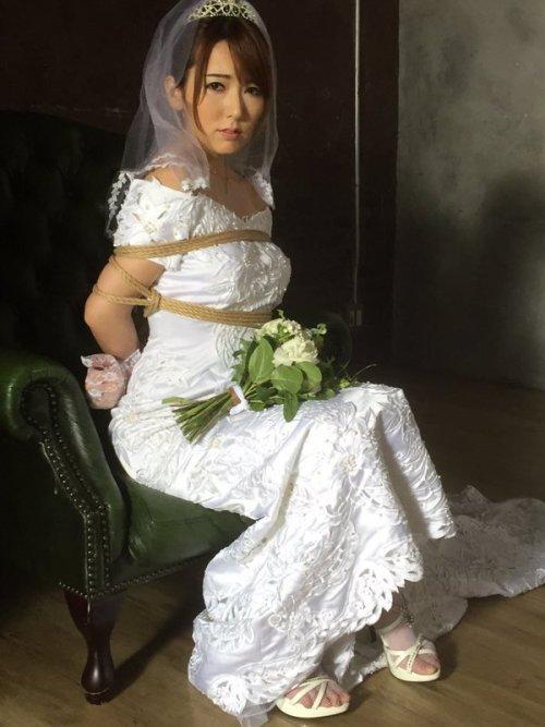 花嫁緊縛画像