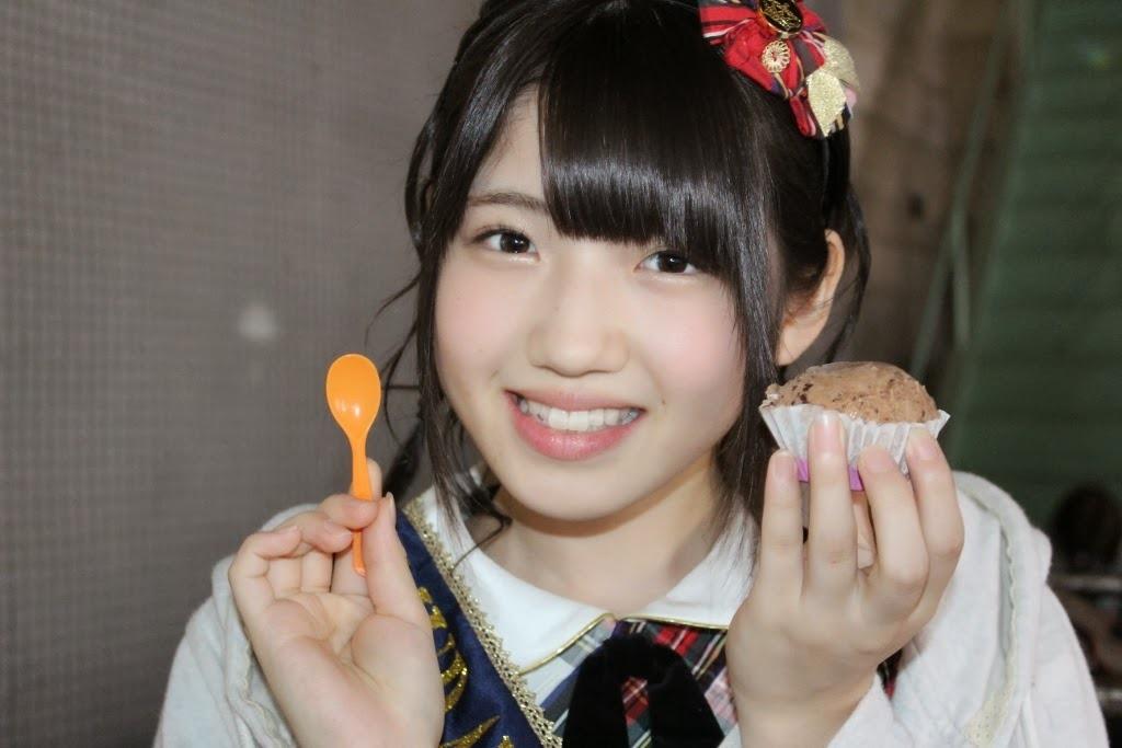 (AKB48村山彩希の萌えキュンミズ着写真)愛らしい顔立ちに小ぶりな胸☆