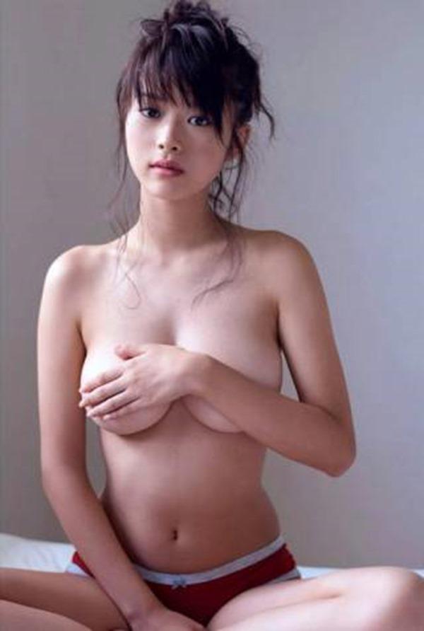 馬場ふみか(21)が上半身裸21