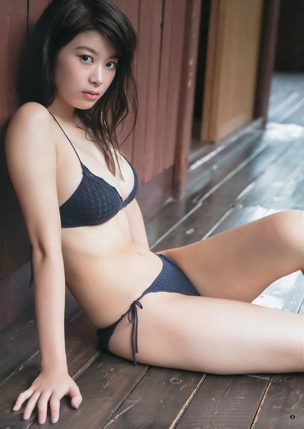 馬場ふみか(21)が上半身裸3