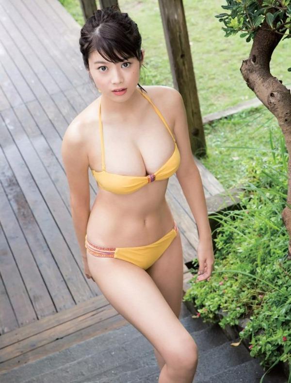馬場ふみか(21)が上半身裸