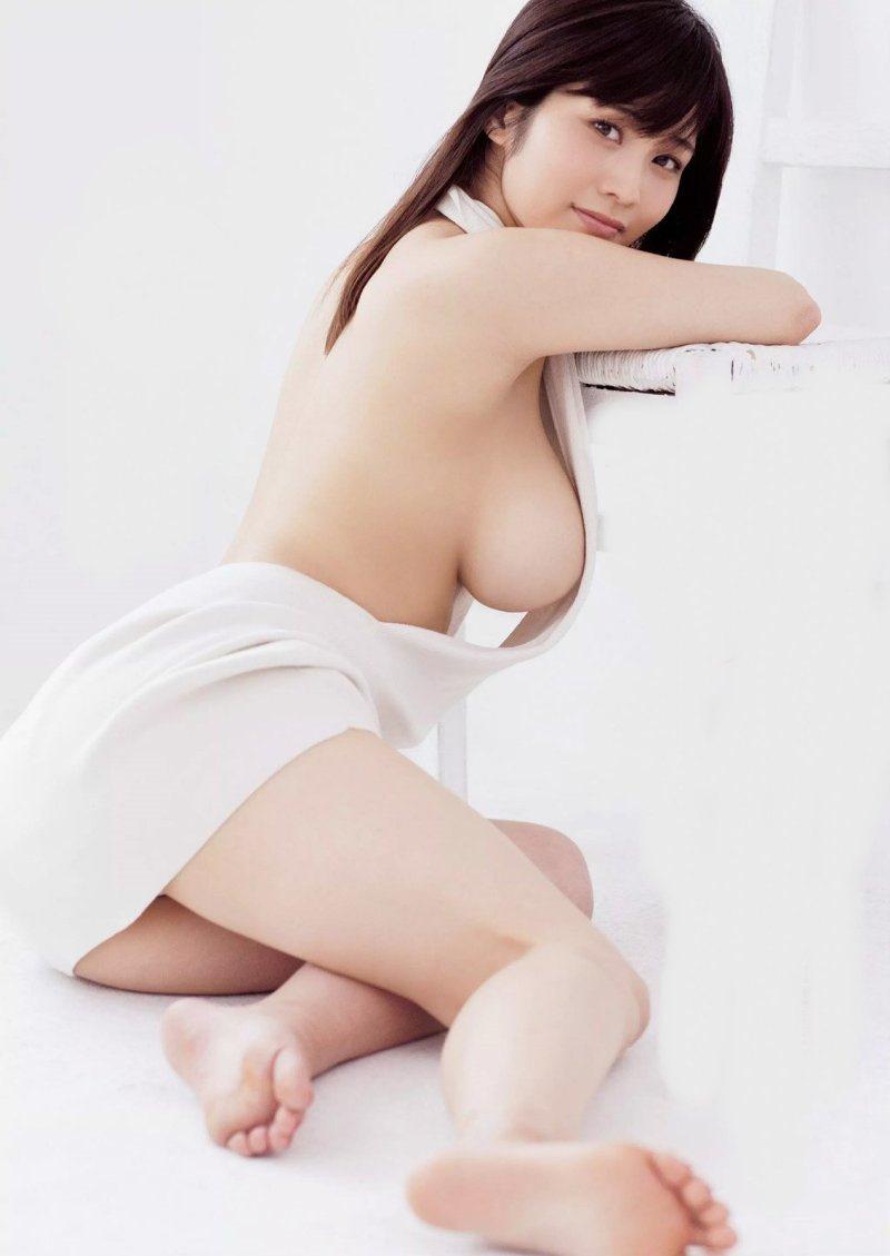 【橘花凛の萌えキュンHカップ92㎝おっぱい画像・動画】巨乳お尻グラビア水着!