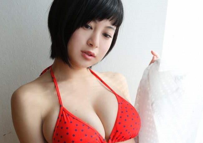 【RaMu(19)次世代グラタレおっぱい画像・動画】水着の乳教祖!