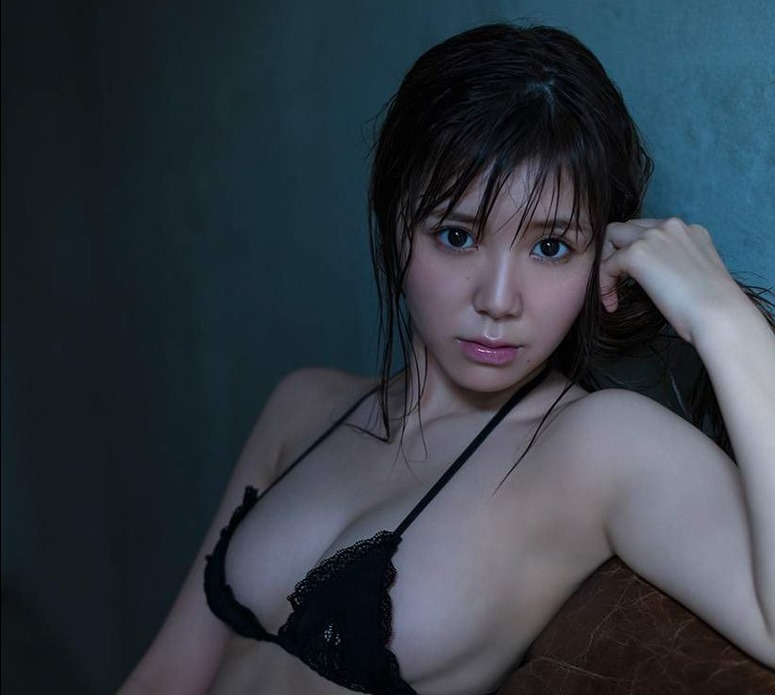 (元SKE48カネ子栞のFカップ美巨乳体写真・ムービー)21才グラビアミズ着☆