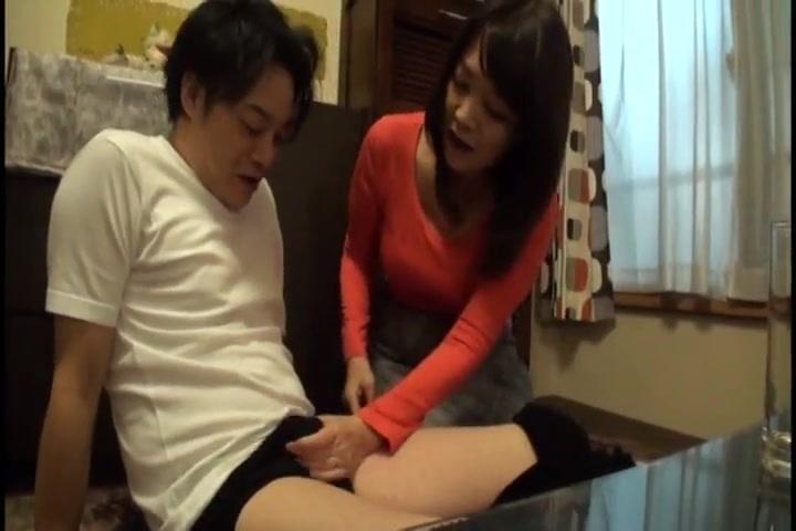 【巨乳・爆乳】巨乳の熟女の動画。「ほら~こんなに勃っちゃってぇ」美巨乳熟女が若い男の生気を吸い取る!