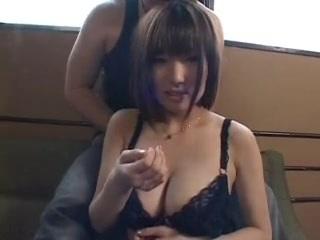 【お姉さん・美人】巨乳のお姉さんのH動画。かわいい天然美巨乳お姉さんのオッパイを鷲掴み!