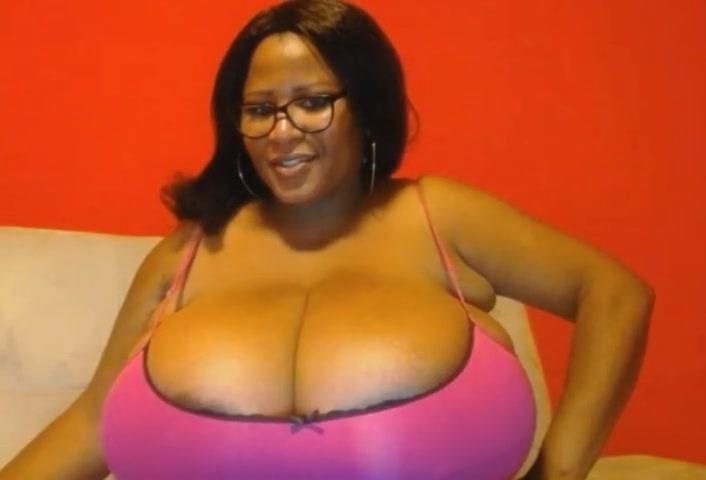 推定Qカップの大爆乳!黒人素人デブお姉さんの天然超乳がすごい!