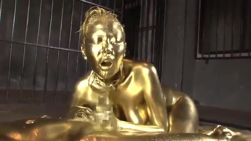 すんごいピッカピカ!全身金粉まみれで神々しいセックス!Golddiggerfunnymassage
