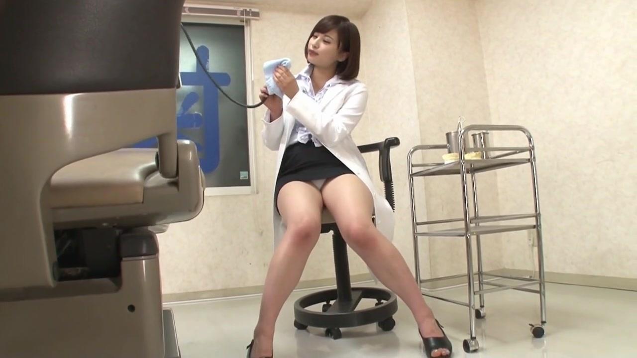 白衣にミニタイトスカート!ムチムチ歯科医師のパンチラがエロい!upskirt8