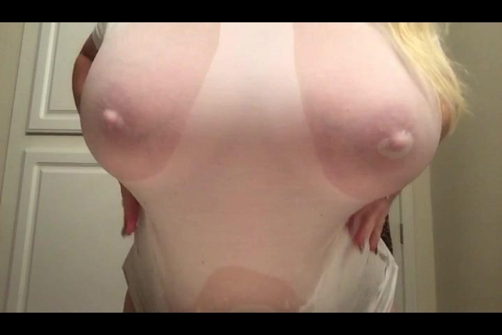 爆乳に張り付く濡れたTシャツ!透けた乳首がエロい!【デブぽっちゃり】