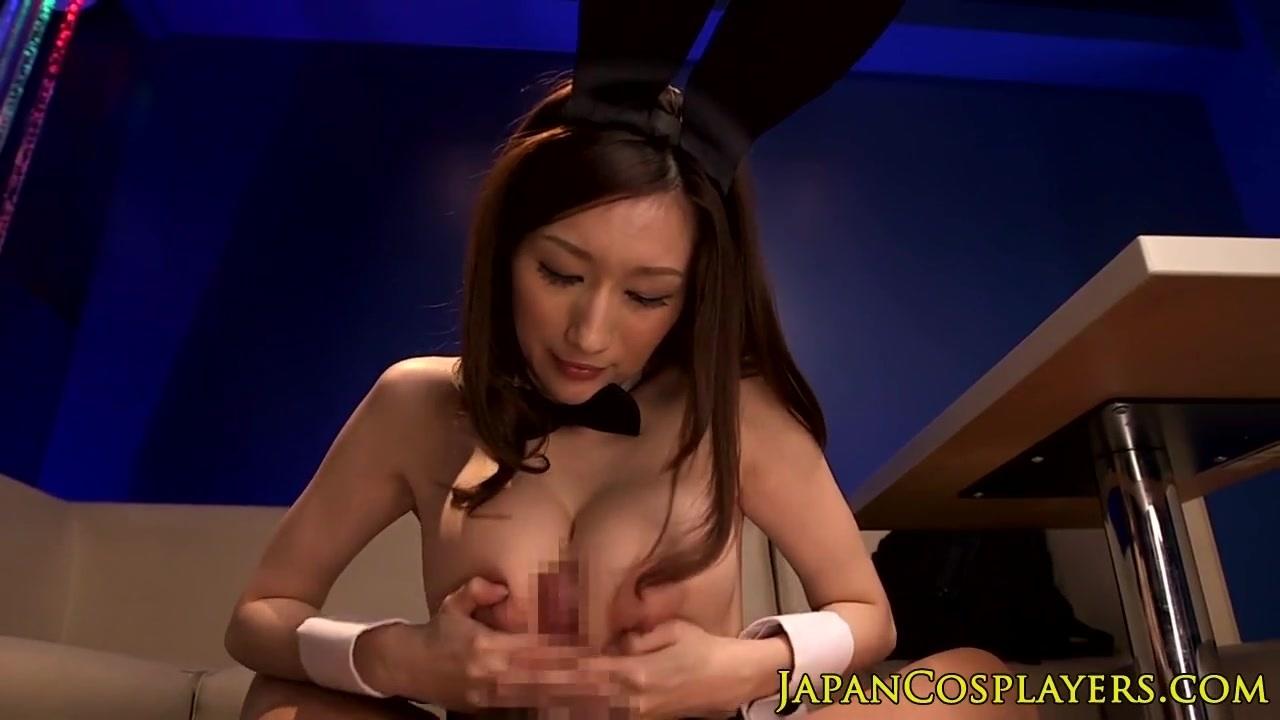 バニーガールのコスプレをした美巨乳JULIAがパイズリしてくれた!Japanesecosplaybustybabetitfuckingpov