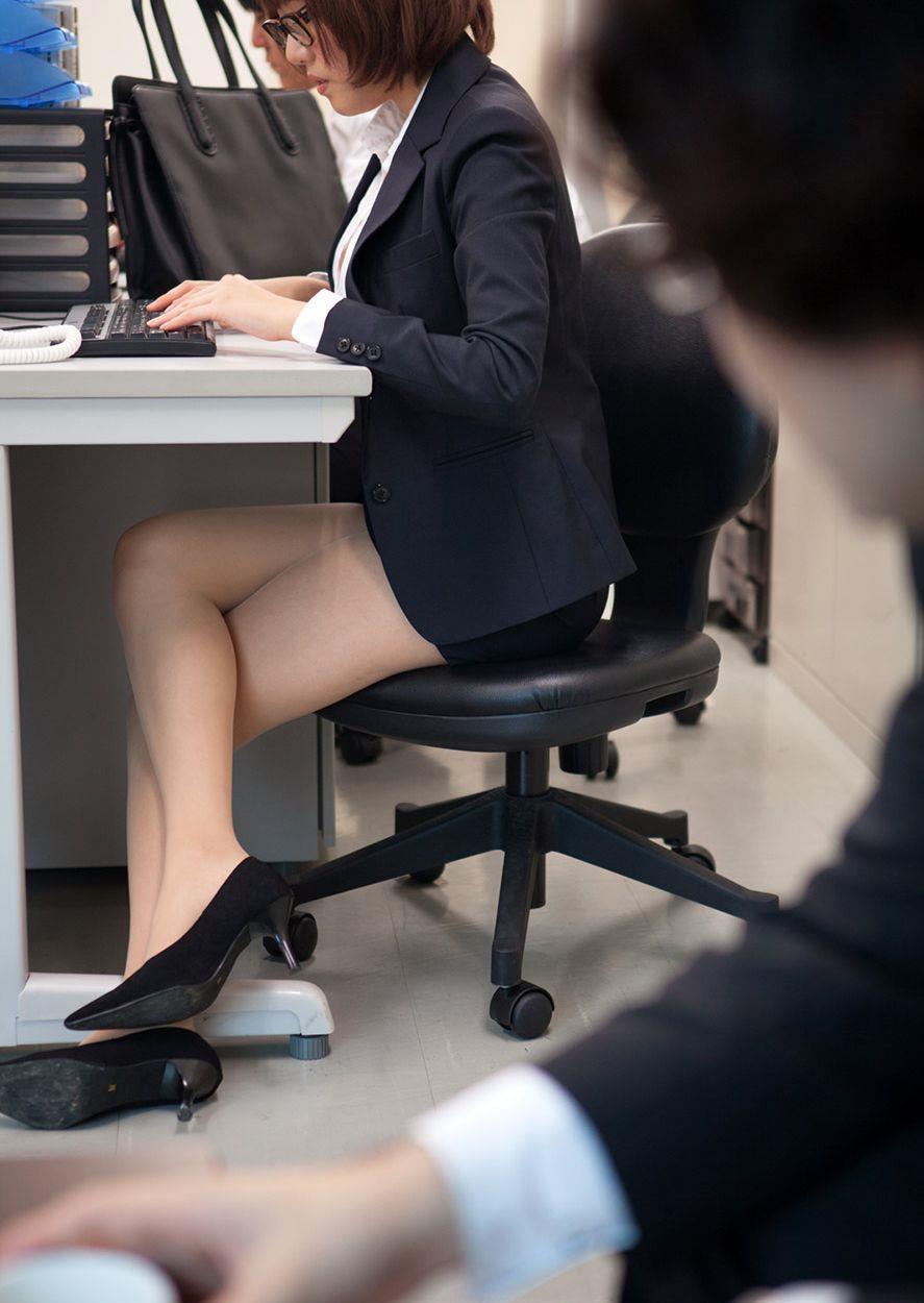 スカート短いOLさん1