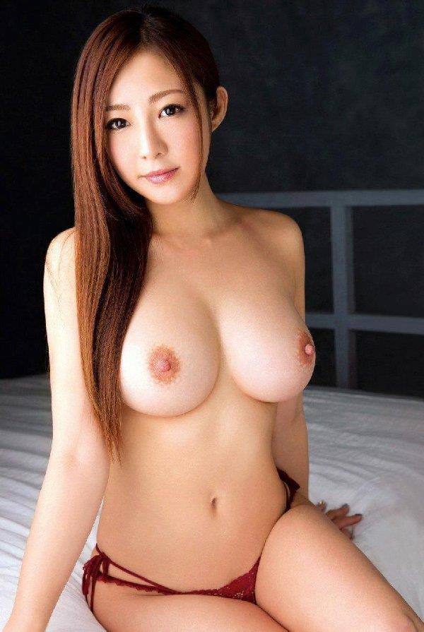 【エロ画像】手のひらから溢れ出そうな美美巨乳を、思いっきり揉んでみたい:キタコレ(゚∀゚)☆☆様