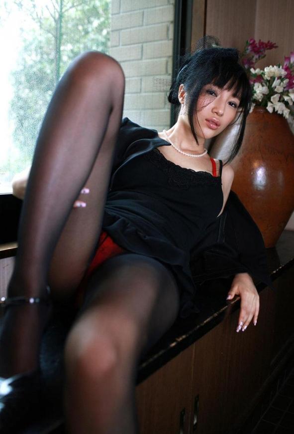 黒パンスト美脚7295.jpg