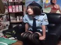 心もカラダも天然キャラの娘が婦人警官になって援〇オヤジにご奉仕!