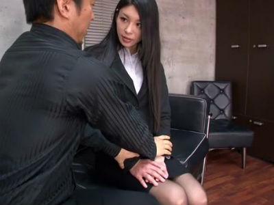 黒髪スーツのOLが迫ってきて着衣のままエロセックス 瀧川花音