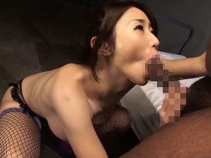 【篠田あゆみ】黒人男優を強烈なバキュームフェラで責めまくって悶絶射精させる巨乳痴女