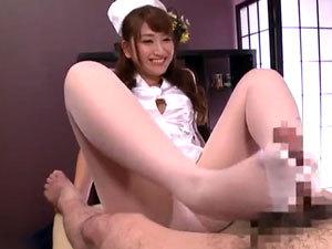 【雪美えみる】すぐおし●こ漏らしちゃう痴女看護師の聖水責めと顔面騎乗手コキで大量射精