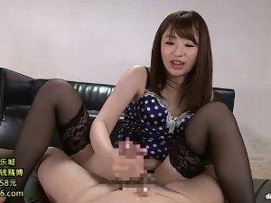 グラインド素股で責め手コキで抜く黒ガーターストッキング痴女 初美沙希