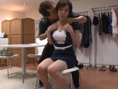 隣に済む人妻をマジ口説き!モデルのバイトをやってみないかと嘘ついて何とか肉体関係を持とうとする男の隠し撮り映像!