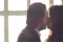 いきなりアンナにキスするジャン
