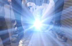 股間から光が出る