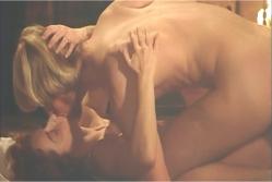 激しくキスするヴァレリアとジュールズ