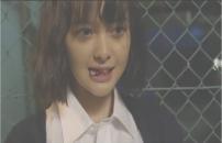 男の舌を噛み切って笑みを浮かべる犀原茜