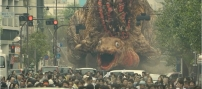 突然、蒲田の街を襲う幼虫・ゴジラ