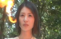 炎を見ている楓