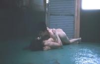 裸で交わる二人