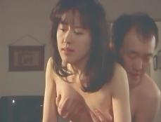 セクハラ課長を乳房をもまれる