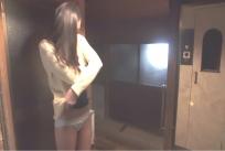 脱衣所で脱ぐ美琴