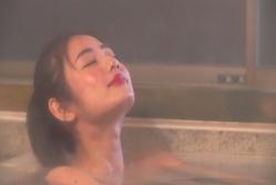 入浴してくつろぐ美琴.