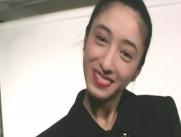 にっこり笑う絵里子.