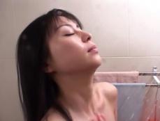 シャワーを浴びているめぐみ
