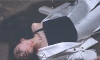 朝倉の血を顔につけて倒れた京子
