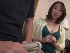 【義母子相姦動画】受験勉強に集中できない義息子の勃起チ●コを納めるため自らの子宮を使用する綺麗な義母