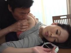 【義父嫁相姦動画】義父のテクニックで完全に骨抜きにされて抵抗も出来ずに絶頂するデカパイ爆乳人妻!Hitomi