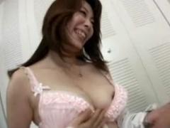 【母子相姦動画】何か間違ってる教育熱心な熟女ママ!勉強に集中できるためのお手伝いが中出しセックス!