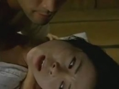 【義父娘相姦動画】よりによって風邪で寝込んだ嫁の連れ娘を性処理の道具としてレ●プしてしまう男!ヘンリー塚本