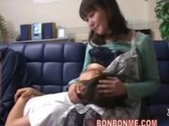 【母子相姦動画】親父には内緒でムッチリ巨乳で甘やかす母性愛の強すぎる母親とセックスしまくっているダメ息子!