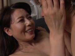 【母子相姦動画】実の息子との肉体関係に異常な興奮状態に陥ってアクメしまくる母親が中出し懇願!三浦恵理子