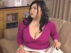 ムッチリ段腹熟女の魅力的な義母に欲情してパコりまくる男性!