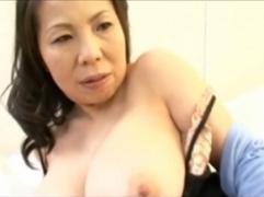 【母子相姦動画】五十路にして張りのある特大バストと性欲を保持する母親が息子の肉棒で中出しSEX!湯沢多喜子