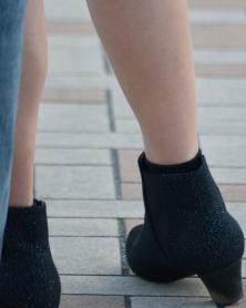 むっちり若々しい色白生脚