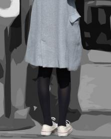 スレンダー美脚の輝く黒タイツ